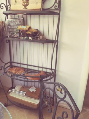 Baker's rack $50 I also have the table with four chairs the whole set for 1:50 for Sale in Pompano Beach, FL