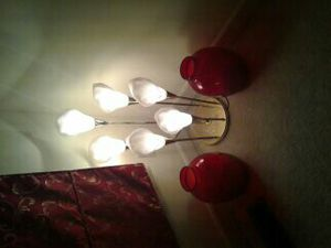 Beautiful Corner lights with two red flower pot for Sale in Fort Belvoir, VA