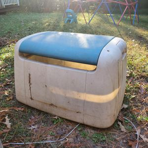 Outdoor toy bin. for Sale in Brentwood, NC