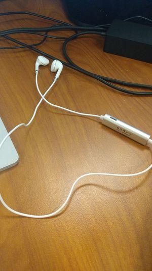 $5 Bluetooth earbud headphones for Sale in San Diego, CA
