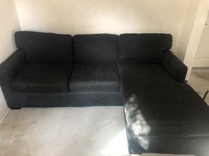 Black sofa with reversible chaise for Sale in San Marcos, CA