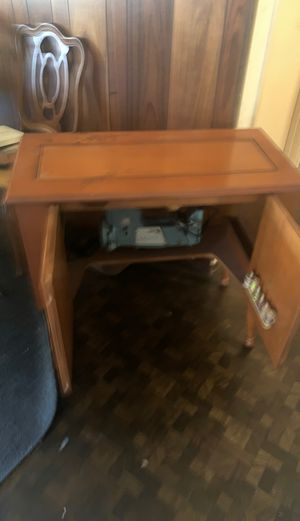 Antique Singer sewing machine w/cabinet. for Sale in San Diego, CA