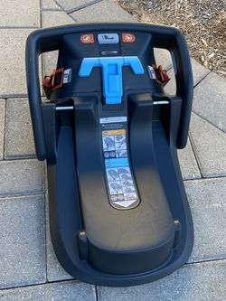 Uppababy car seat base for Sale in Houston,  TX