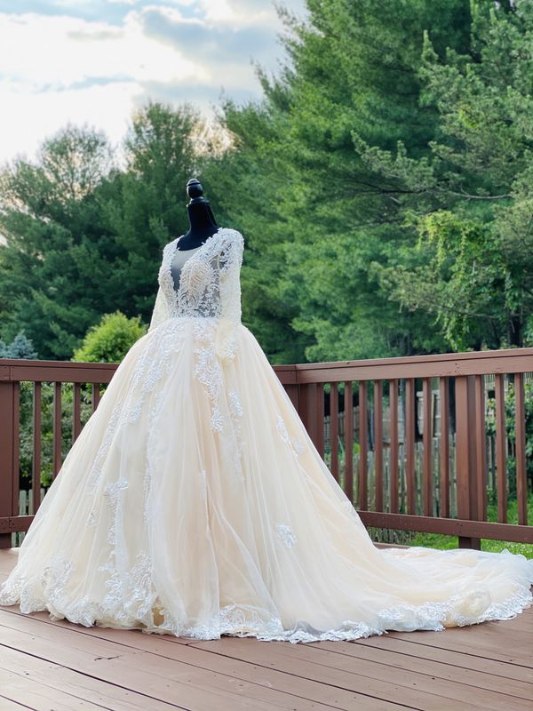 Brand new wedding dress ivory color princess wedding dress ball gown bridal gown long train lace tulle embroidered ivory A-line mermaid dress prom go