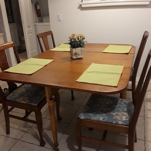 Antique drop leaf table and 4 chairs for Sale in Vero Beach, FL