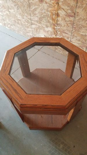 Glass End table or glass coffee table for Sale in McMinnville, OR