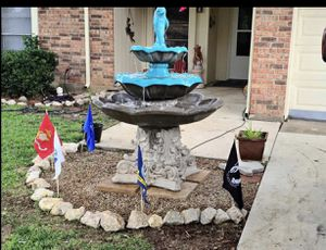 Outdoor fountain 6 ft tall 300$ for Sale in Arlington, TX