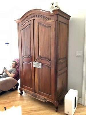 Antique hardwood armoire, large furniture, excellent quality! for Sale in Sunny Isles Beach, FL
