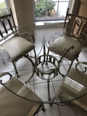 """53"""" glass top table for Sale in Eustis, FL"""