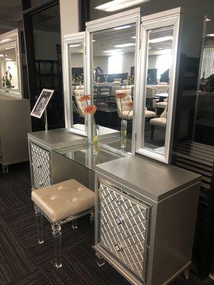 Vanity set 3 pcs $899 for Sale in Apple Valley, CA