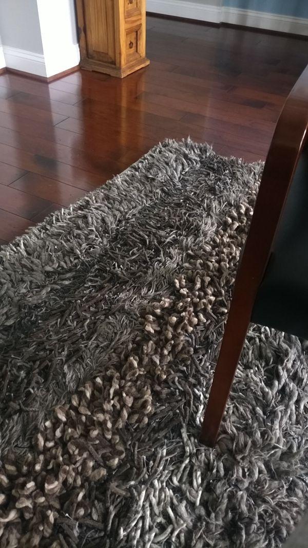 Shaggy rug, 8x10 ft.