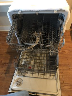 Kenmore 9 yr old dishwasher FREE. for Sale in Lorena, TX