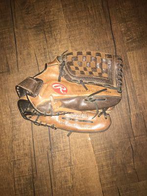 Rawlings baseball glove for Sale in Fontana, CA