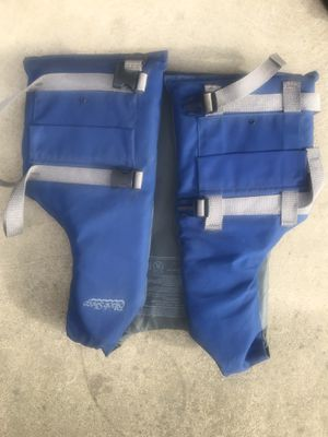Adult life jacket size universal for Sale in Turlock, CA
