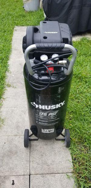 Husky 20 Gallon Ait Compressor for Sale in Miami, FL