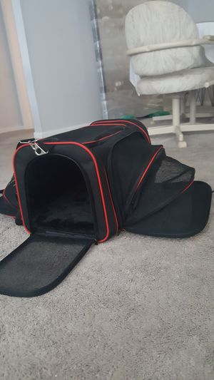 Small pet carrier w/ extras for Sale in Pinellas Park, FL