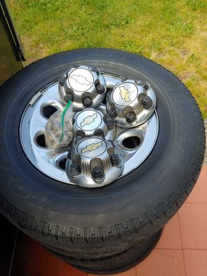 Tires 6 lug Chevy ,gmc, cadillac , Toyota 265/70/17 wheels,rims for Sale in Federal Way, WA