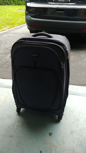 Suitcase for Sale in Margate, FL