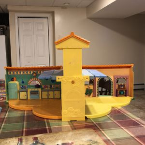 Toy Smoke And Pet Free for Sale in Taunton, MA