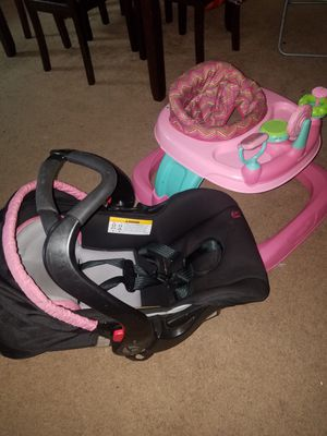 Car seat and baby walker... for Sale in Stockton, CA