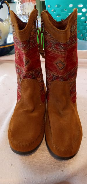 Minnetonka boots indian print for Sale in Fort Denaud, FL