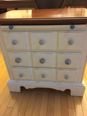 Beautiful 3 drawer chest with pull out desk top for Sale in Salisbury, NC