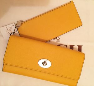 Coach Embossed Textured Leather Slim Envelope Wallet Pouch. for Sale in Rowland Heights, CA