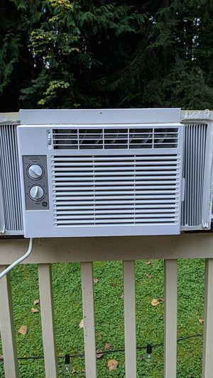 Window mounted AC unit 5000 btu for Sale in Snohomish, WA