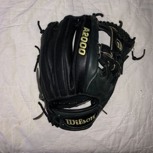 """Wilson A2000 11.75"""" Glove for Sale in Federal Way, WA"""
