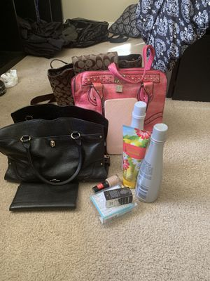 ‼️‼️WOMENS CLOTHES AND BAGS ‼️‼️ for Sale in Las Vegas, NV