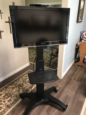 """Mobile TV stand cart & 32"""" HDTV for Sale in Colleyville, TX"""
