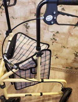 Drive Medical Winnie Lite Supreme 3 Wheel Rollator Rolling Walker, Tan Plaid for Sale in Chula Vista,  CA