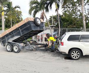 Tráiler do volteó en 50 el dia 24 horas for Sale in Miami, FL