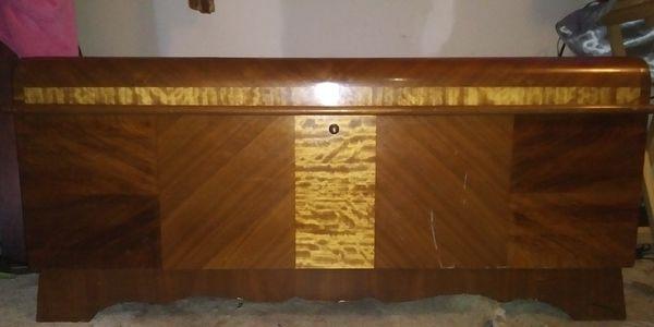 Lane cedar chest art deco style 1940s with original lock and key