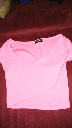 Nice hot pink crop top for Sale in Chicago, IL