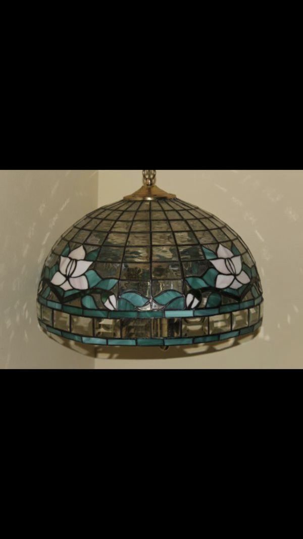 TIFFANY STYLE HANGING LAMP, CHANDELIER COMES FROM A CLEAN AND SMOKE FREE HOME LAMPARA DE COLGAR ESTILO TIFFANY