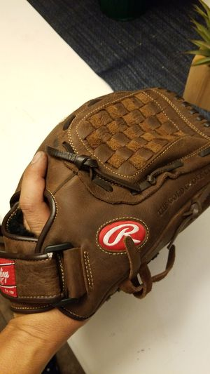 Rawlings 12 1/2 in baseball or softball glove for Sale in Avondale, AZ