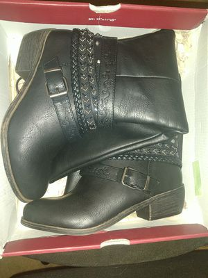 So. Black boots size 6.5 for Sale in Brandon, FL