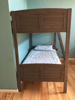 Wood frame bunk bed no matresd for Sale in Hilliard,  OH