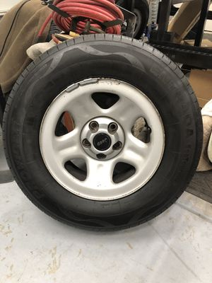 Set of 4 Jeep Cherokee wheels and tires (fits ranger) for Sale in Lake Elsinore, CA