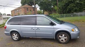 2006 Dodge Grand Caravan SXT 3rd row Stow for Sale in Detroit, MI