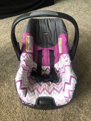 Evenflo Purple and Gray Car seat for Sale in Cincinnati, OH