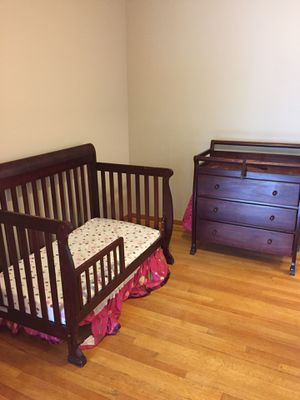 Baby crib and changing table for Sale in Dearborn Heights, MI
