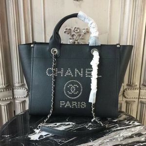 Chanel Leather Tote bags for Sale in Chicago, IL