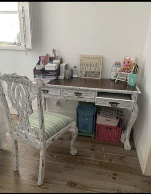 Desk and chair for Sale in Dania Beach, FL