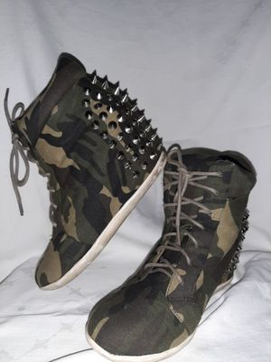 Glaze! Women's Stylish Camouflage Platform Wedge Lace up with Studs and Spikes. Size 6 for Sale in Covina, CA