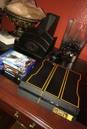 Limited edition black ops 3 ps4 1Tb bundle w games,headset, and controller for Sale in Tampa, FL