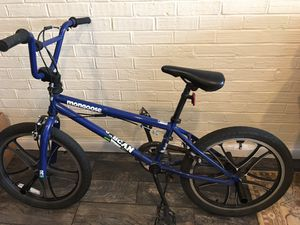 """Mongoose Scan R30 20"""" Freestyle BMX Bike Boys Bicycle with Pegs - Blue 