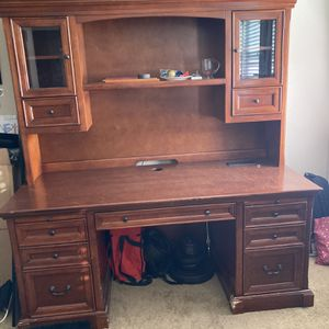 Desk With Hutch for Sale in Menifee, CA