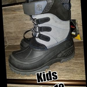 Kids size 12 Snow boots for Sale in Riverside, CA